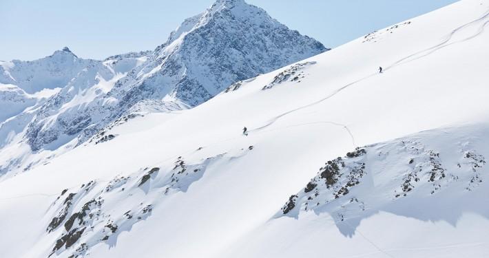 skitourers in sellraintal